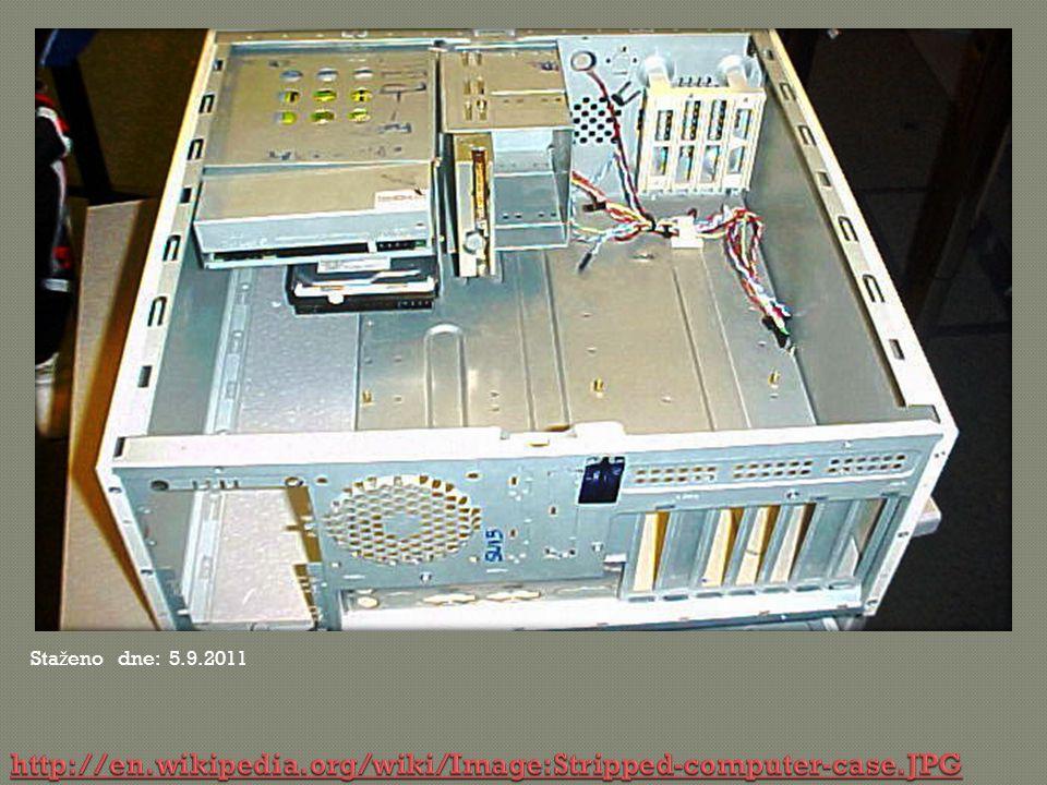  Zvuková karta je rozšiřující karta počítače pro vstup a výstup zvukového signálu.
