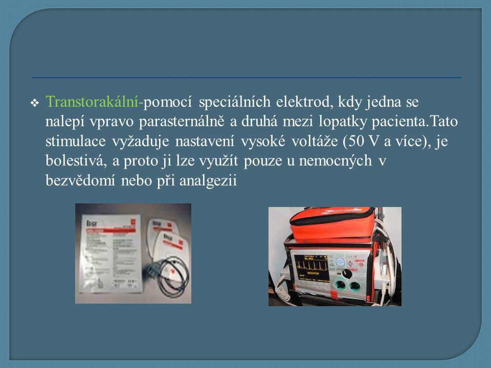  Transtorakální-pomocí speciálních elektrod, kdy jedna se nalepí vpravo parasternálně a druhá mezi lopatky pacienta.Tato stimulace vyžaduje nastavení