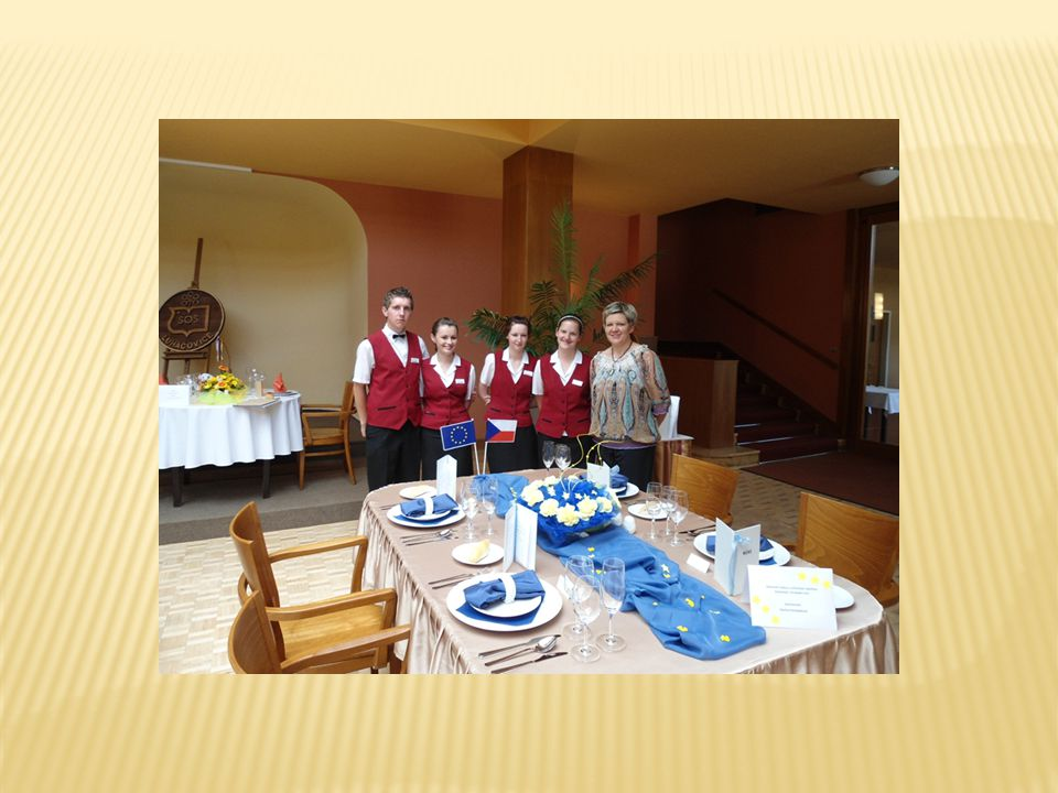 1.Jaké znáš způsoby obsluhy u slavnostních hostin.