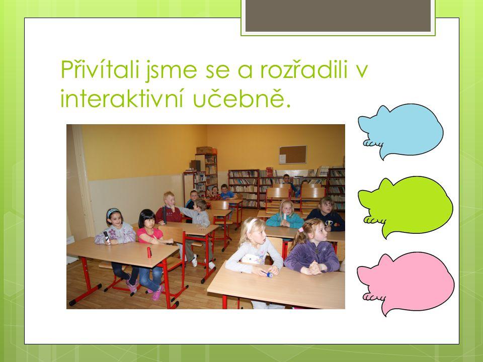 Přivítali jsme se a rozřadili v interaktivní učebně.