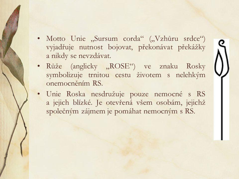 """•Motto Unie """"Sursum corda"""" (""""Vzhůru srdce"""") vyjadřuje nutnost bojovat, překonávat překážky a nikdy se nevzdávat. •Růže (anglicky """"ROSE"""") ve znaku Rosk"""