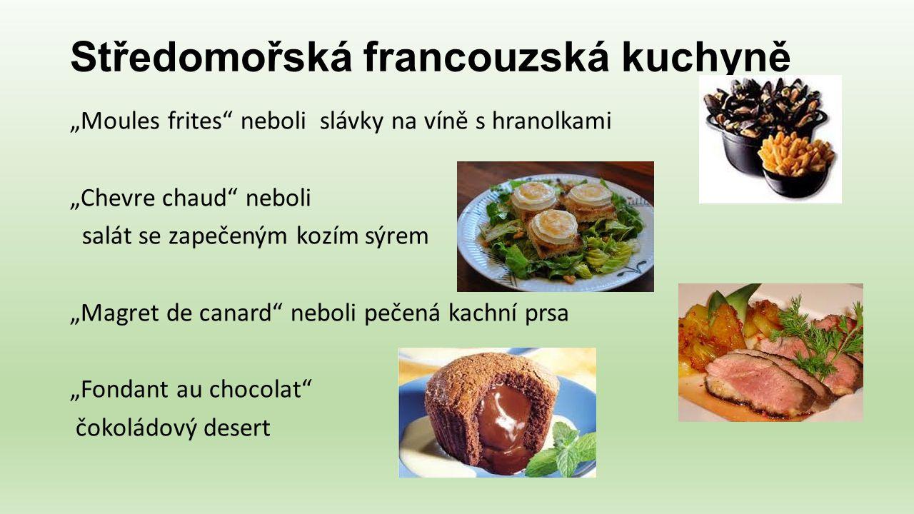 """Středomořská francouzská kuchyně """"Moules frites"""" neboli slávky na víně s hranolkami """"Chevre chaud"""" neboli salát se zapečeným kozím sýrem """"Magret de ca"""
