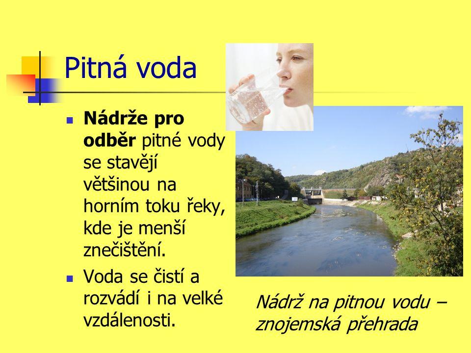 Pitná voda  Nádrže pro odběr pitné vody se stavějí většinou na horním toku řeky, kde je menší znečištění.  Voda se čistí a rozvádí i na velké vzdále