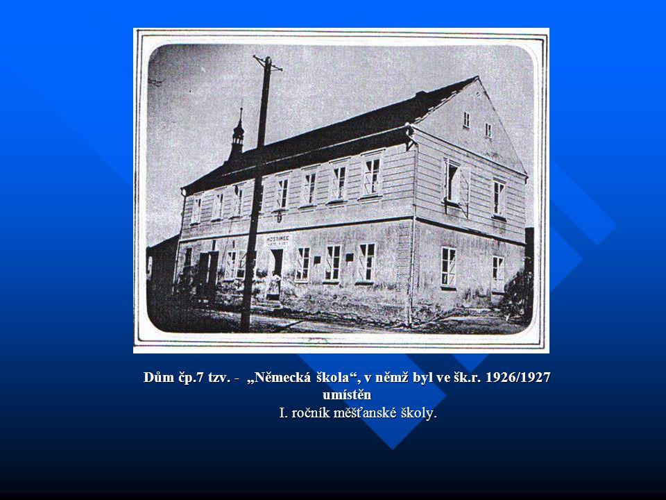 """Dům čp.7 tzv. - """"Německá škola , v němž byl ve šk.r. 1926/1927 umístěn I. ročník měšťanské školy."""