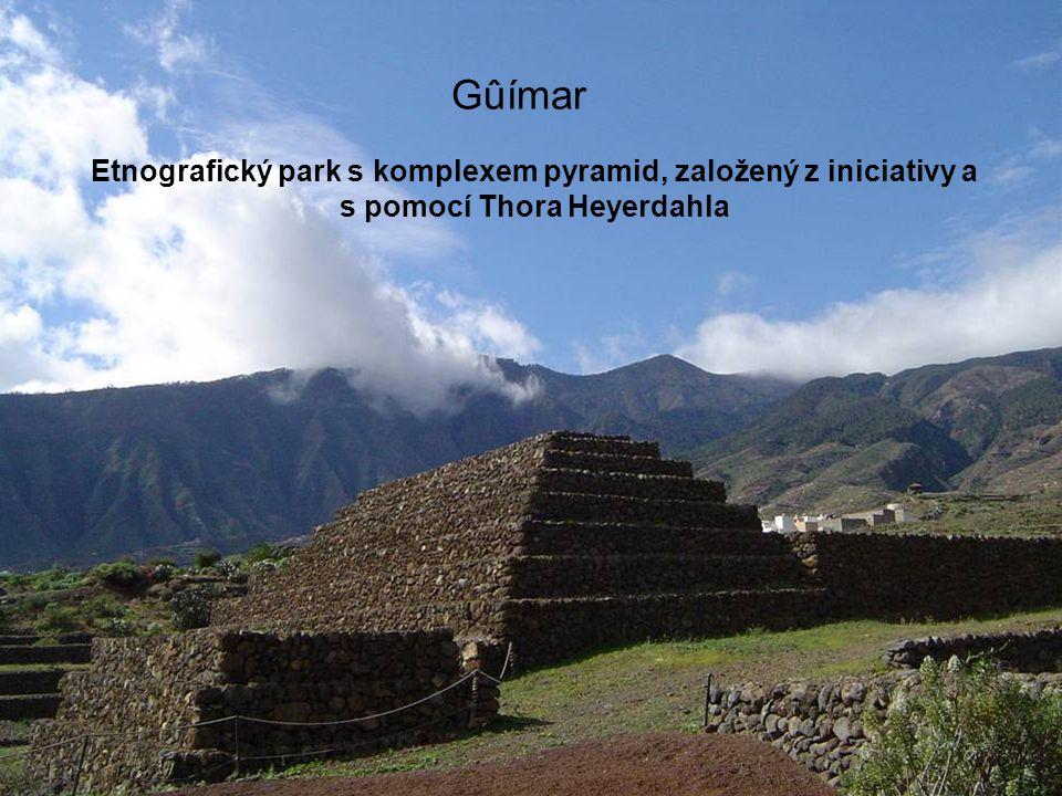 Gûímar Etnografický park s komplexem pyramid, založený z iniciativy a s pomocí Thora Heyerdahla