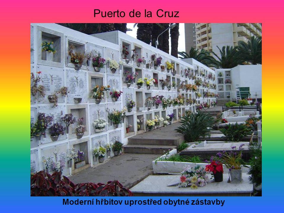 Puerto de la Cruz Moderní hřbitov uprostřed obytné zástavby