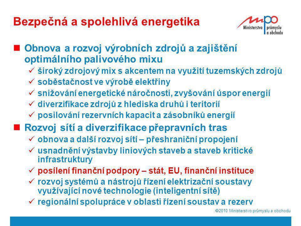  2010  Ministerstvo průmyslu a obchodu 4 Energetický mix ČR Platná SEK i její aktualizace předpokládají v oblasti spotřeby primárních energetických zdrojů pokles podílu tuhých paliv (v grafu hnědá barva), nárůst podílu energie z jádra (žlutá barva) a postupný nárůst podílu obnovitelných zdrojů.