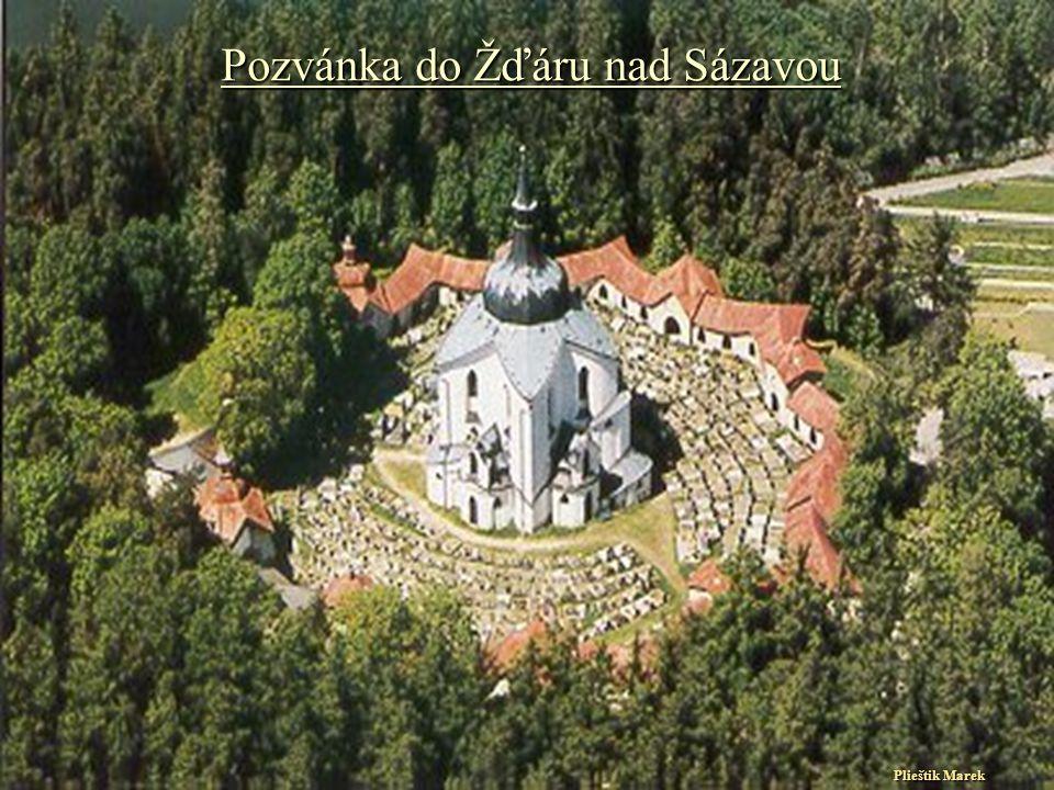Leží v centru okresního města Žďár nad Sázavou.