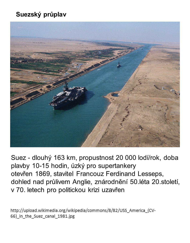 http://upload.wikimedia.org/wikipedia/commons/8/82/USS_America_(CV- 66)_in_the_Suez_canal_1981.jpg Suezský průplav Suez - dlouhý 163 km, propustnost 2