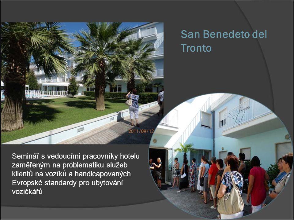 San Benedeto del Tronto Seminář s vedoucími pracovníky hotelu zaměřeným na problematiku služeb klientů na vozíků a handicapovaných. Evropské standardy