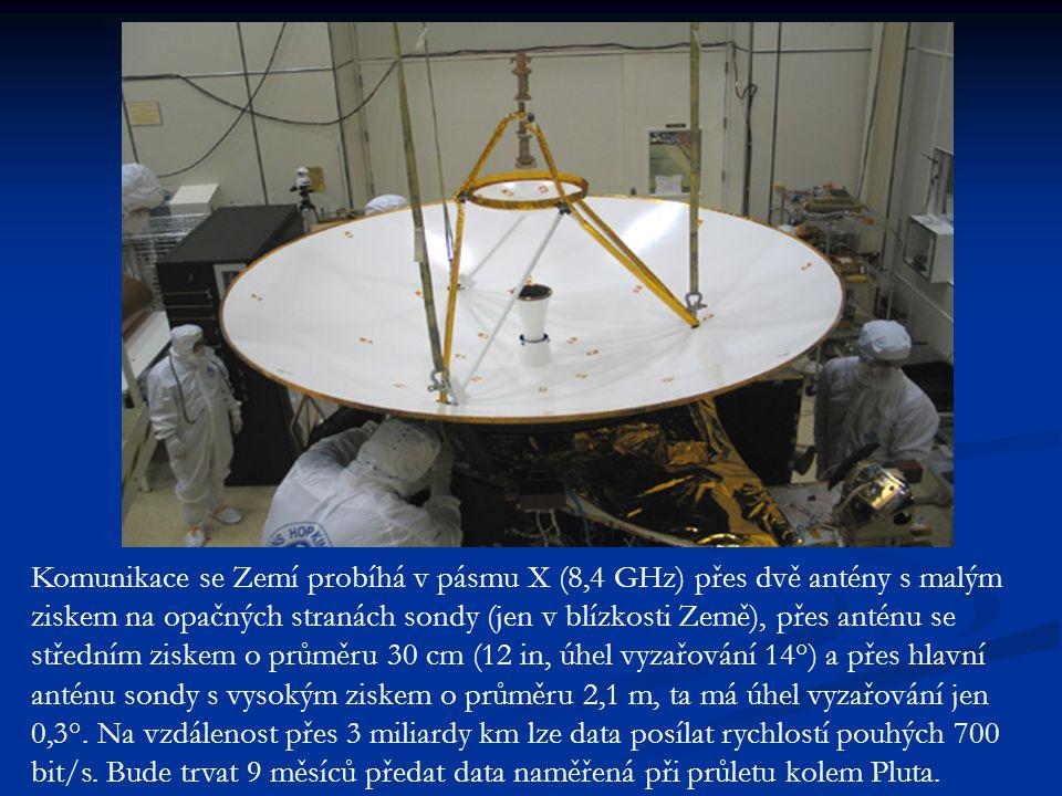 Komunikace se Zemí probíhá v pásmu X (8,4 GHz) přes dvě antény s malým ziskem na opačných stranách sondy (jen v blízkosti Země), přes anténu se středním ziskem o průměru 30 cm (12 in, úhel vyzařování 14°) a přes hlavní anténu sondy s vysokým ziskem o průměru 2,1 m, ta má úhel vyzařování jen 0,3°.