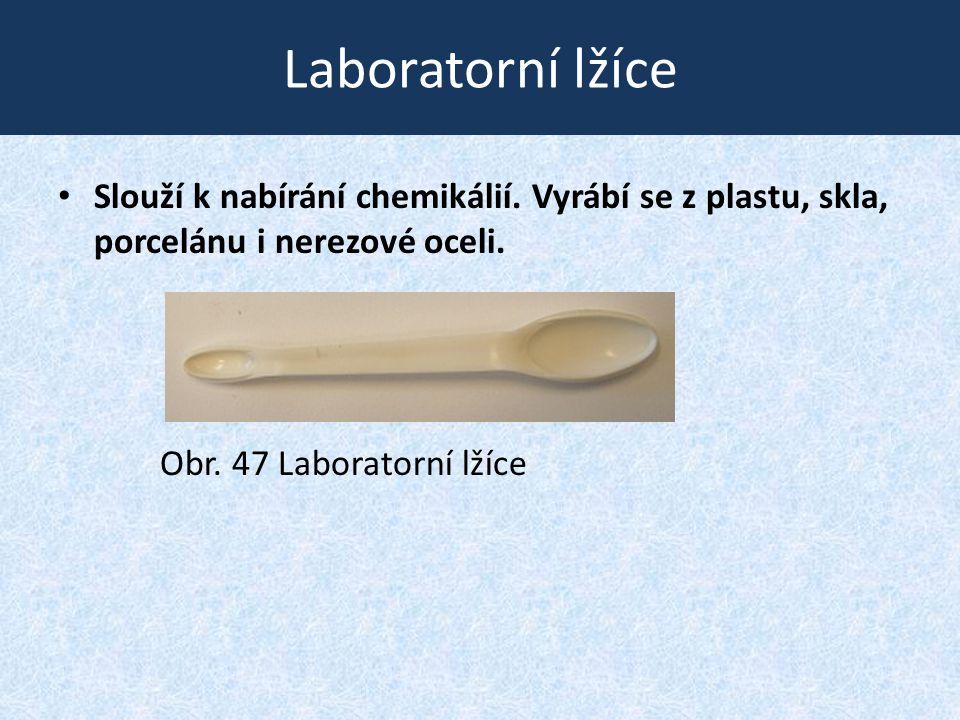 Laboratorní lžíce • Slouží k nabírání chemikálií. Vyrábí se z plastu, skla, porcelánu i nerezové oceli. Obr. 47 Laboratorní lžíce