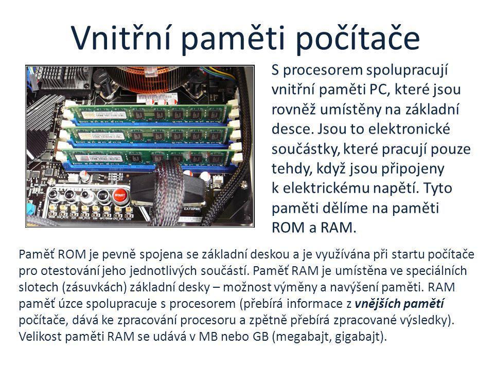 Paměť ROM je pevně spojena se základní deskou a je využívána při startu počítače pro otestování jeho jednotlivých součástí. Paměť RAM je umístěna ve s