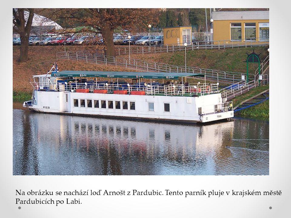 Na obrázku se nachází loď Arnošt z Pardubic. Tento parník pluje v krajském městě Pardubicích po Labi.