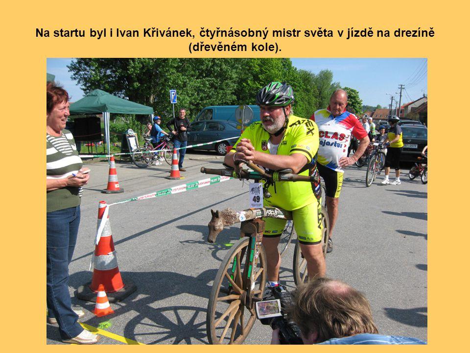 Další účastník závodu velocipédu