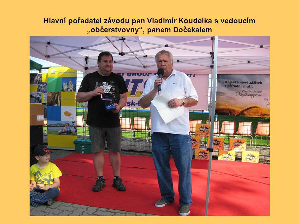 Že nálada byla skutečně výborná, dokazuje i tento snímek s Miroslavem Kratochvílem (vlevo), bývalým reprezentantem v kolové