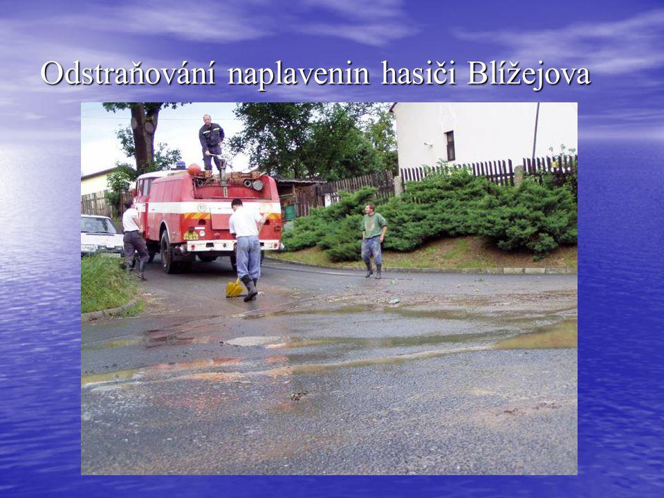 Odstraňování naplavenin hasiči Blížejova