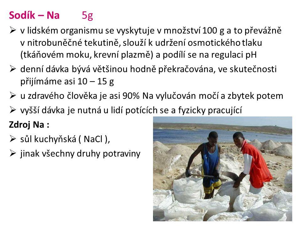 Sodík – Na 5g  v lidském organismu se vyskytuje v množství 100 g a to převážně v nitrobuněčné tekutině, slouží k udržení osmotického tlaku (tkáňovém