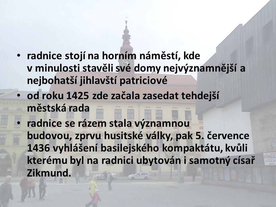 • radnice stojí na horním náměstí, kde v minulosti stavěli své domy nejvýznamnější a nejbohatší jihlavští patriciové • od roku 1425 zde začala zasedat tehdejší městská rada • radnice se rázem stala významnou budovou, zprvu husitské války, pak 5.