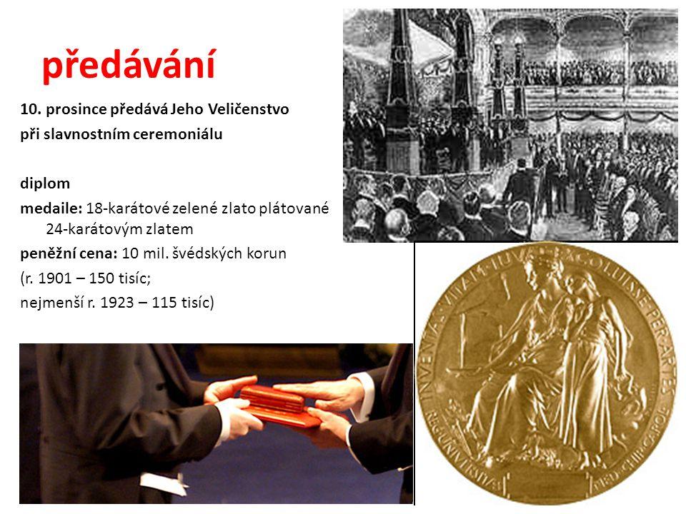 předávání 10. prosince předává Jeho Veličenstvo při slavnostním ceremoniálu diplom medaile: 18-karátové zelené zlato plátované 24-karátovým zlatem pen