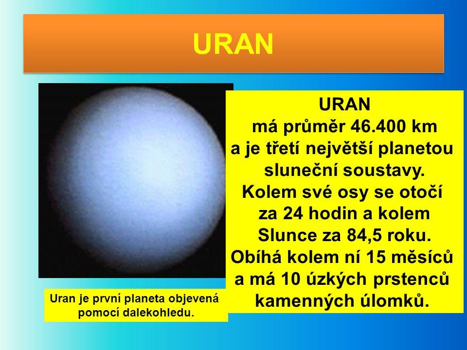 URAN má průměr 46.400 km a je třetí největší planetou sluneční soustavy. Kolem své osy se otočí za 24 hodin a kolem Slunce za 84,5 roku. Obíhá kolem n