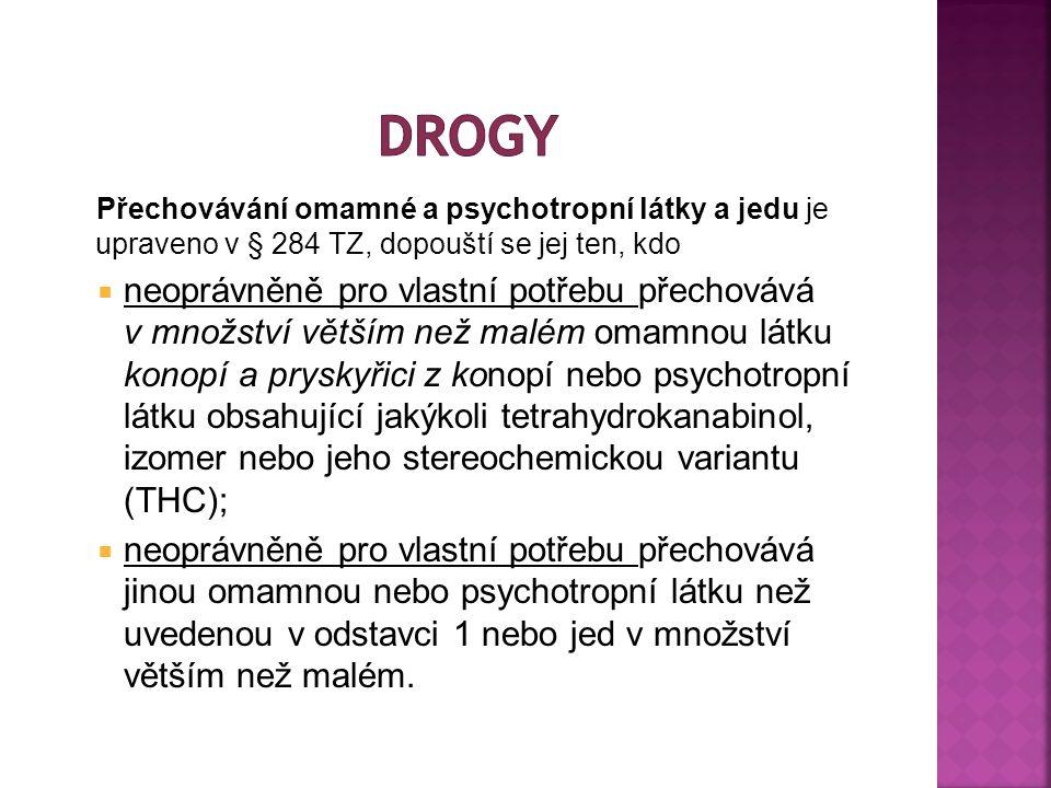 Přechovávání omamné a psychotropní látky a jedu je upraveno v § 284 TZ, dopouští se jej ten, kdo  neoprávněně pro vlastní potřebu přechovává v množství větším než malém omamnou látku konopí a pryskyřici z konopí nebo psychotropní látku obsahující jakýkoli tetrahydrokanabinol, izomer nebo jeho stereochemickou variantu (THC);  neoprávněně pro vlastní potřebu přechovává jinou omamnou nebo psychotropní látku než uvedenou v odstavci 1 nebo jed v množství větším než malém.
