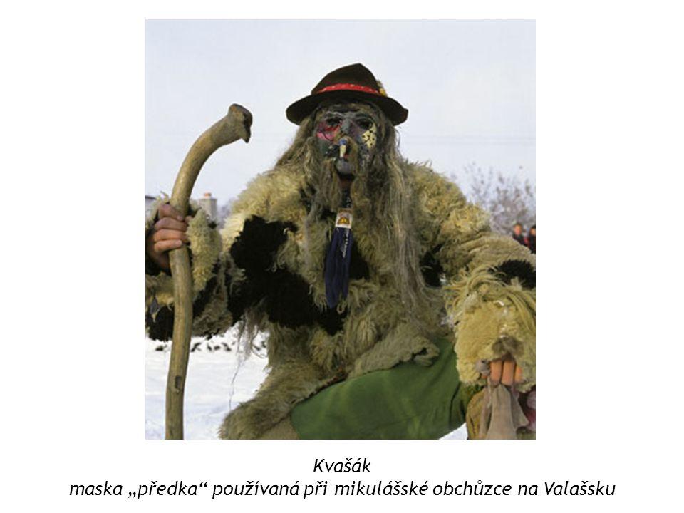 """Kvašák maska """"předka používaná při mikulášské obchůzce na Valašsku"""