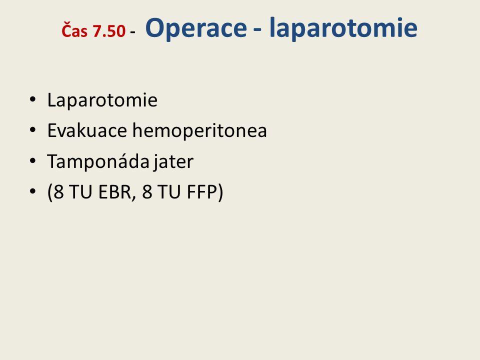 Čas 7.50 - Operace - laparotomie • Laparotomie • Evakuace hemoperitonea • Tamponáda jater • (8 TU EBR, 8 TU FFP)