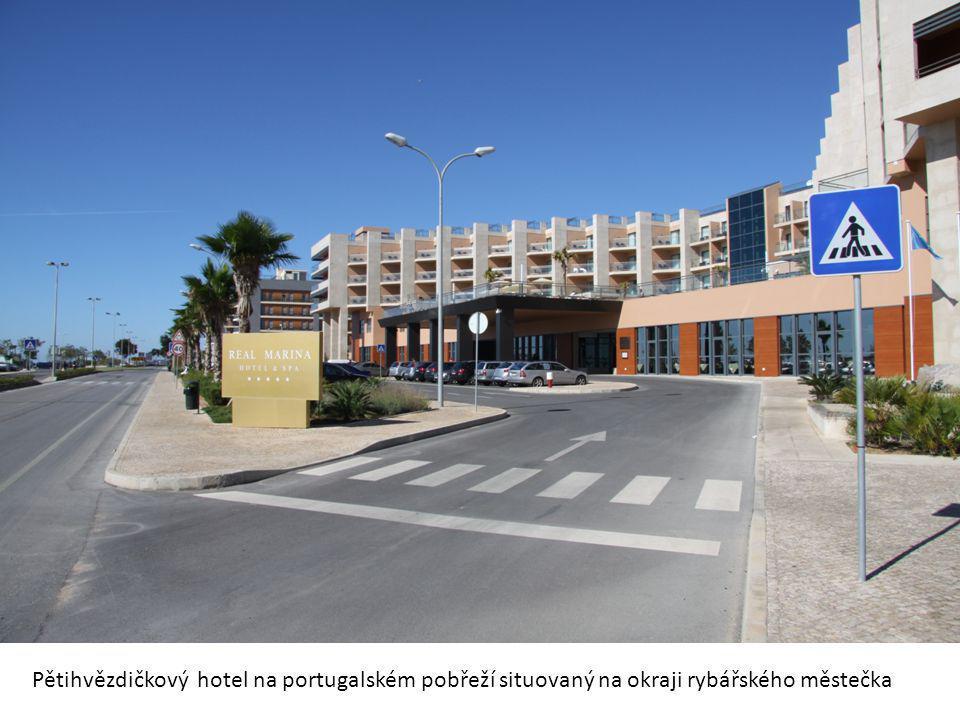 Pětihvězdičkový hotel na portugalském pobřeží situovaný na okraji rybářského městečka