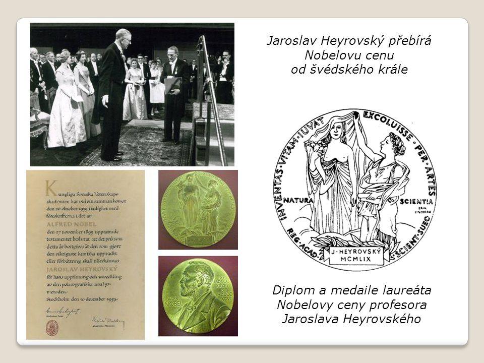 Diplom a medaile laureáta Nobelovy ceny profesora Jaroslava Heyrovského Jaroslav Heyrovský přebírá Nobelovu cenu od švédského krále