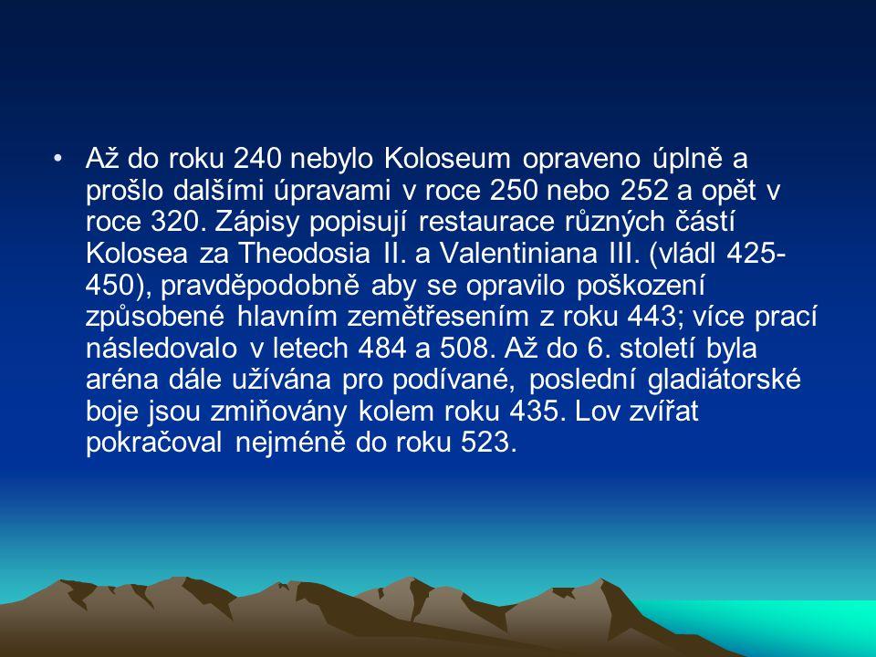 •Až do roku 240 nebylo Koloseum opraveno úplně a prošlo dalšími úpravami v roce 250 nebo 252 a opět v roce 320. Zápisy popisují restaurace různých čás