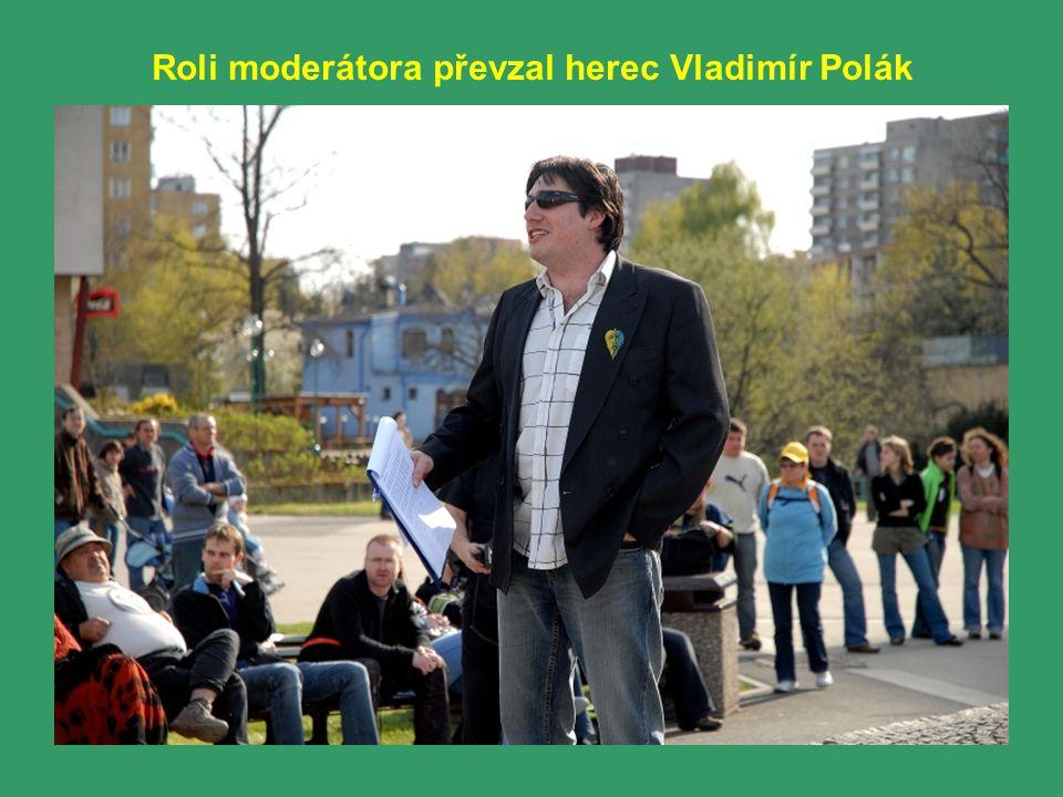 Roli moderátora převzal herec Vladimír Polák