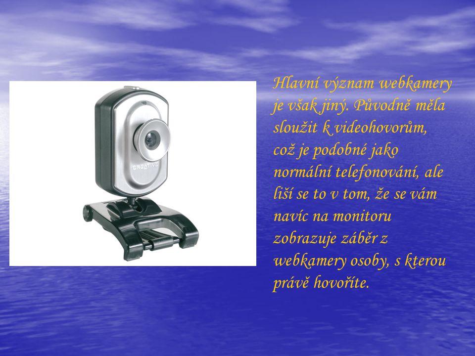 Hlavní význam webkamery je však jiný. Původně měla sloužit k videohovorům, což je podobné jako normální telefonování, ale liší se to v tom, že se vám