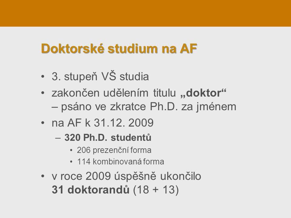 """Doktorské studium na AF •3. stupeň VŠ studia •zakončen udělením titulu """"doktor"""" – psáno ve zkratce Ph.D. za jménem •na AF k 31.12. 2009 –320 Ph.D. stu"""