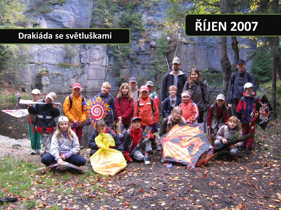 """© 2008 2. smečka vlčat, středisko """"JEŠTĚD Liberec ŘÍJEN 2007 Občas se i schováme"""