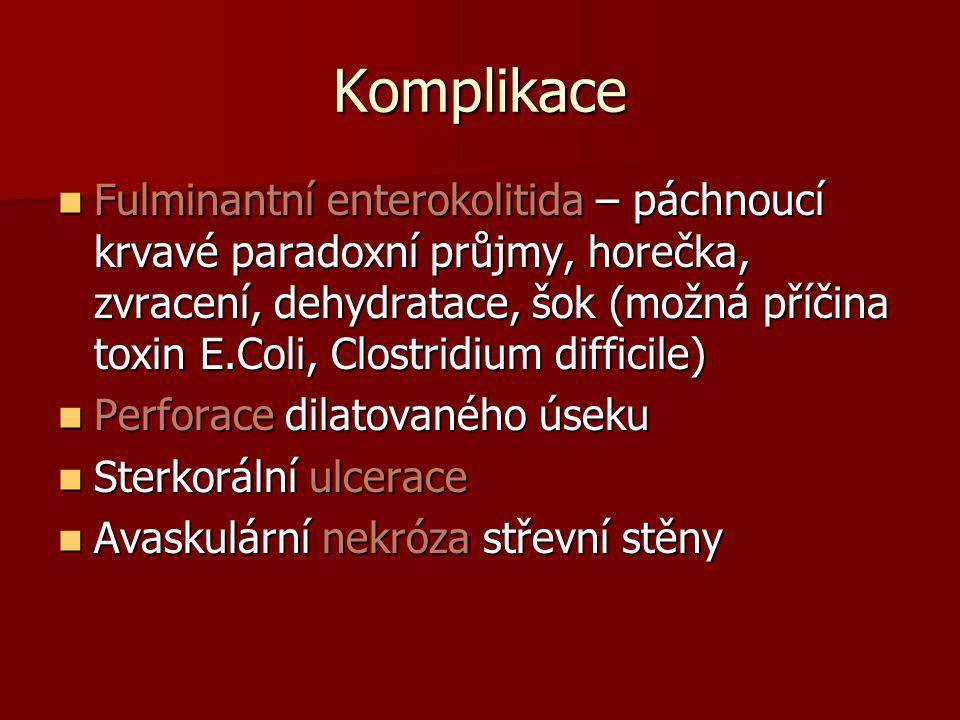 Komplikace  Fulminantní enterokolitida – páchnoucí krvavé paradoxní průjmy, horečka, zvracení, dehydratace, šok (možná příčina toxin E.Coli, Clostrid