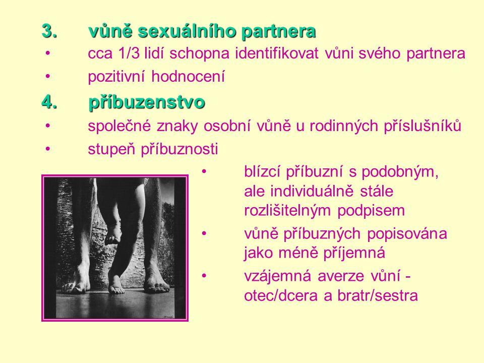 3. vůně sexuálního partnera •cca 1/3 lidí schopna identifikovat vůni svého partnera •pozitivní hodnocení 4. příbuzenstvo •společné znaky osobní vůně u