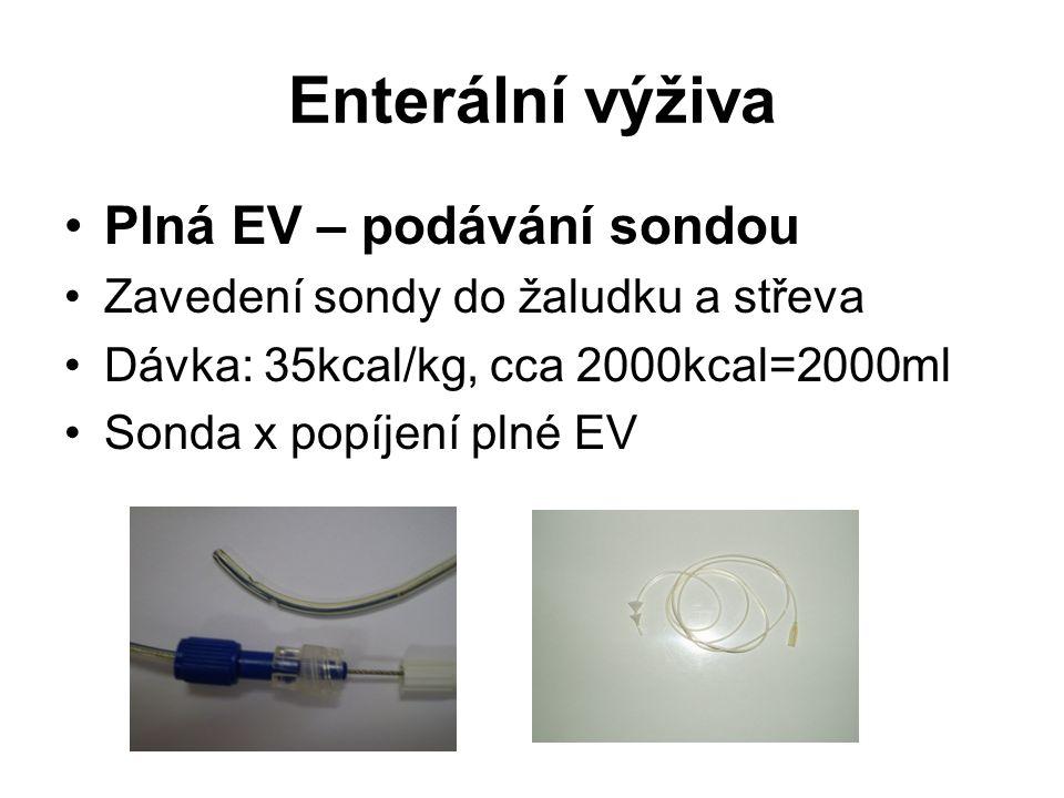 Enterální výživa •Plná EV – podávání sondou •Zavedení sondy do žaludku a střeva •Dávka: 35kcal/kg, cca 2000kcal=2000ml •Sonda x popíjení plné EV