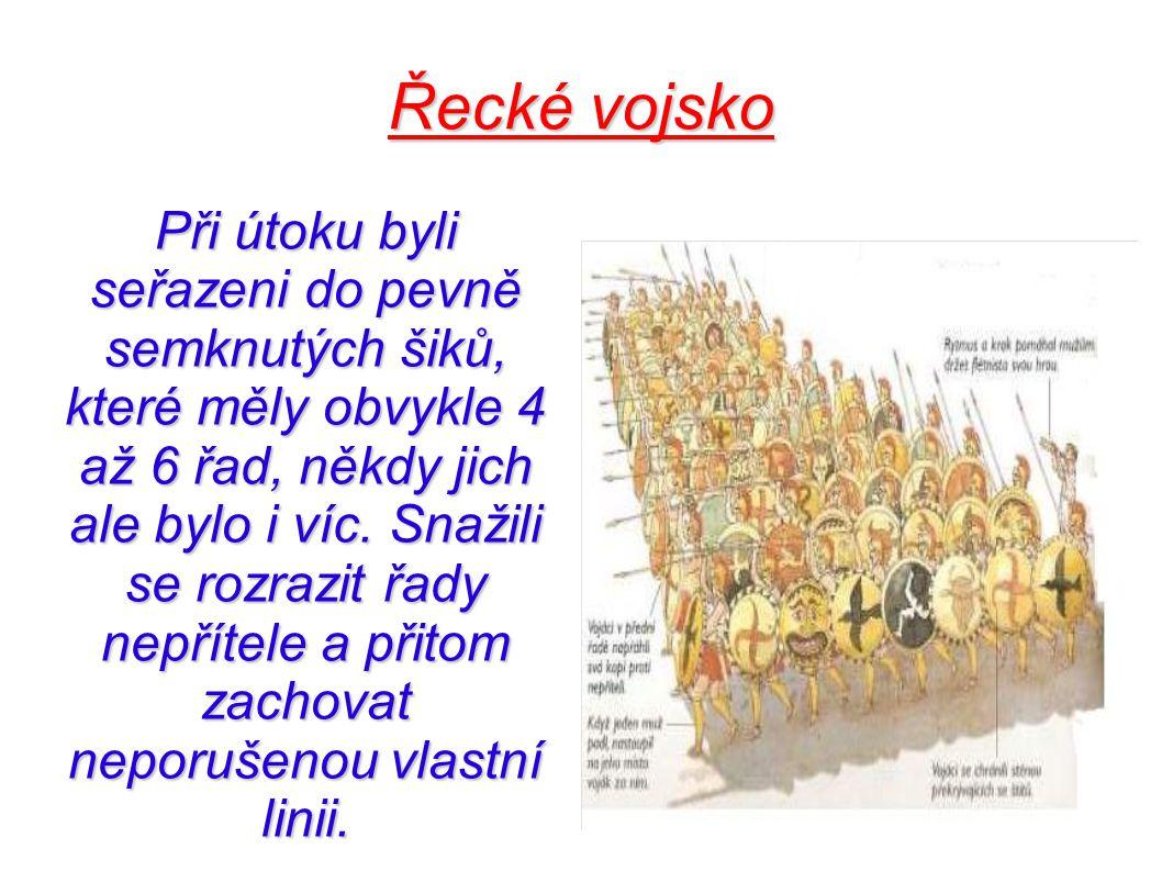 Řecké vojsko Při útoku byli seřazeni do pevně semknutých šiků, které měly obvykle 4 až 6 řad, někdy jich ale bylo i víc. Snažili se rozrazit řady nepř