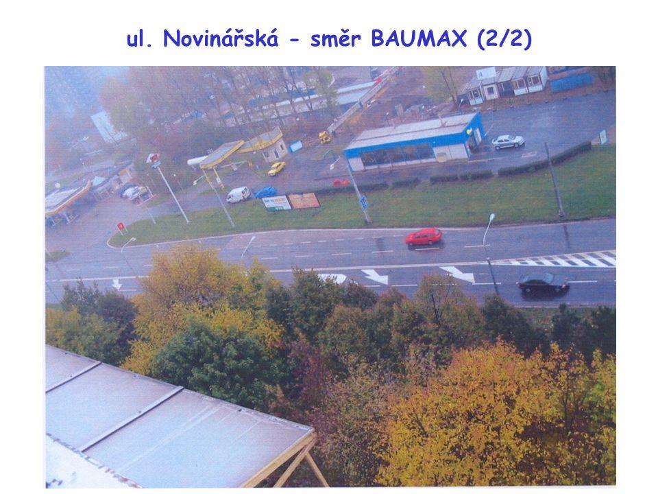 """ul. Novinářská - směr BAUMAX (2/2) Chybí stop čáry (V6a) a """"šrafy"""" (V13) na prstenci"""