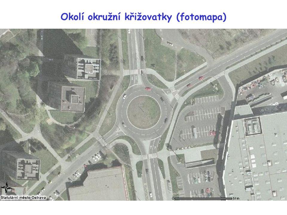 Okolí okružní křižovatky (fotomapa)