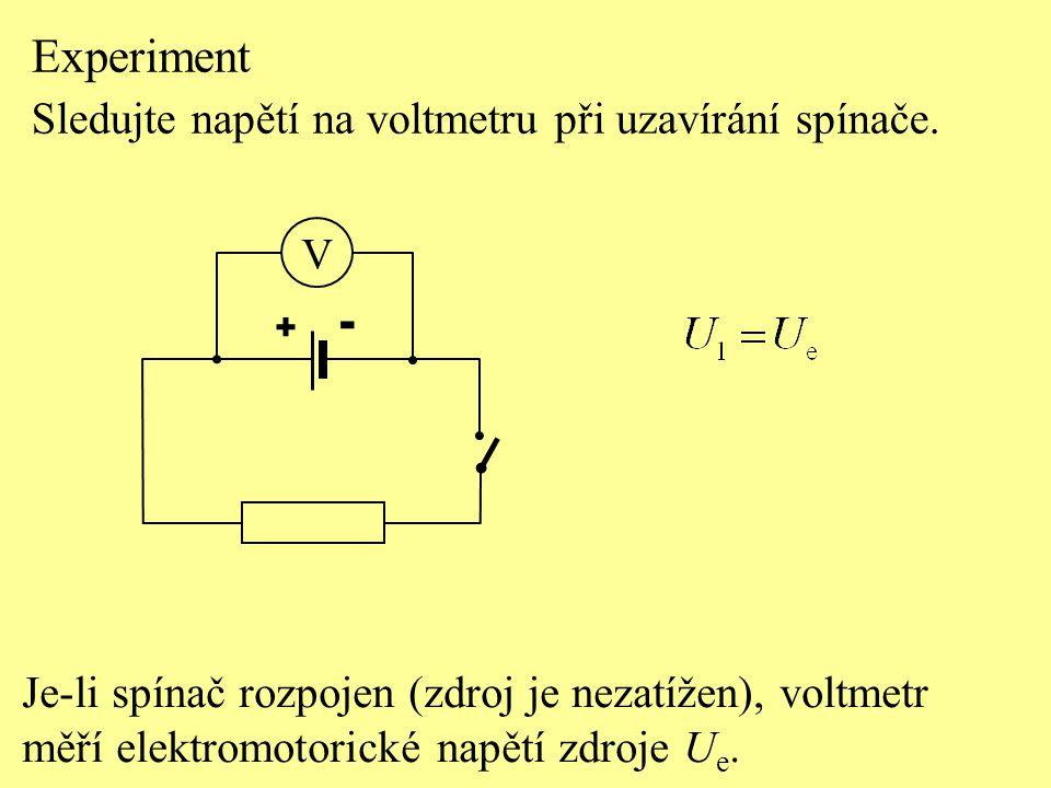 Uzavřeme-li obvod (zdroj je zatížen), voltmetr ukáže napětí U 2 menší než elektromotorické napětí zdroje U e.
