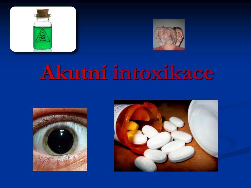 Akutní intoxikace - definice  náhle vzniklá porucha zdraví, způsobená biologicky ativními látkami  primárně toxickými pro organismus  předávkováním léčebných event.
