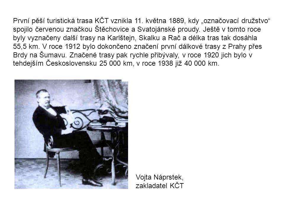 """První pěší turistická trasa KČT vznikla 11. května 1889, kdy """"označovací družstvo"""" spojilo červenou značkou Štěchovice a Svatojánské proudy. Ještě v t"""
