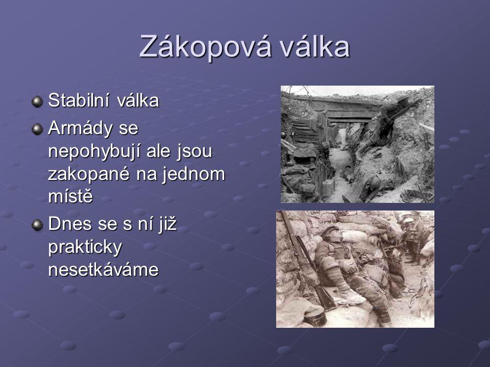 Zákopová válka Stabilní válka Armády se nepohybují ale jsou zakopané na jednom místě Dnes se s ní již prakticky nesetkáváme