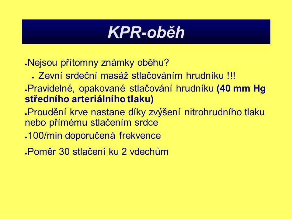 KPR-oběh ● Nejsou přítomny známky oběhu.● Zevní srdeční masáž stlačováním hrudníku !!.