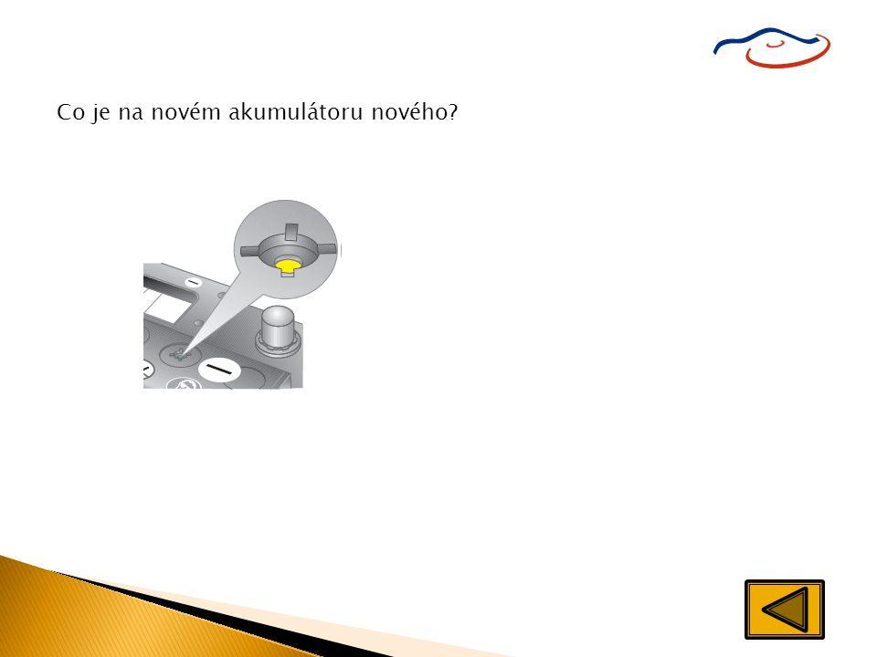  I když je akumulátor neprůhledný, nekomplikuje to jeho kontrolu, nebo: intervaly jeho doplňování jsou třikrát delší, než u běžných akumulátorů.  Na