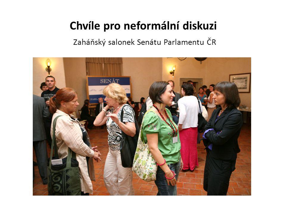 Chvíle pro neformální diskuzi Zaháňský salonek Senátu Parlamentu ČR