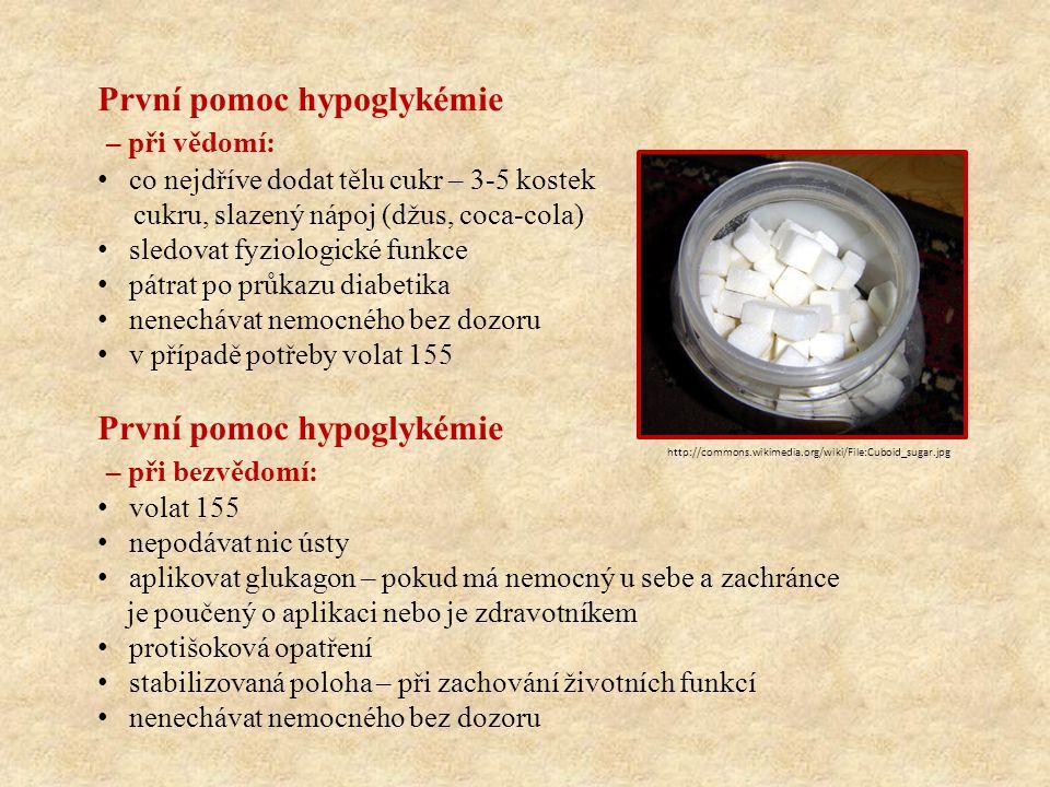 Hyperglykémie vysoká hladina cukru v krvi, jejímž důsledkem jsou subjektivní a objektivní změny • stav se vyvíjí pomalu, během několika hodin až dní • jedná se o závažnou komplikaci • mnohem vzácnější stav než hypoglykemie Příčiny: • nedostatečné dávkování inzulinu • vynechání dávky inzulinu • akutní infekce • cévní příhody, náhlé příhody břišní • chronické srdeční selhání • stresové situace (operace, úrazy) • nezjištěný diabetes mellitus = PRVOZÁCHVAT http://commons.wikimedia.org/wiki/File:Insulin_pen.JPG