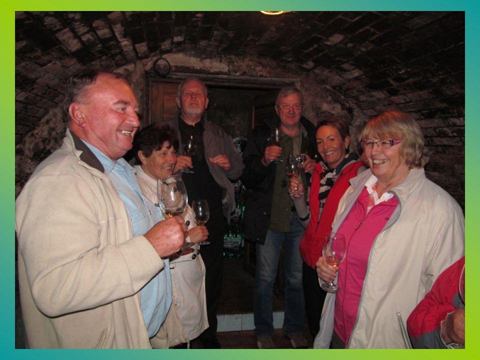 Z prohlídky a ochutnávky vín ve vinařství.